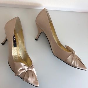 New Nina Gold Bow Heels
